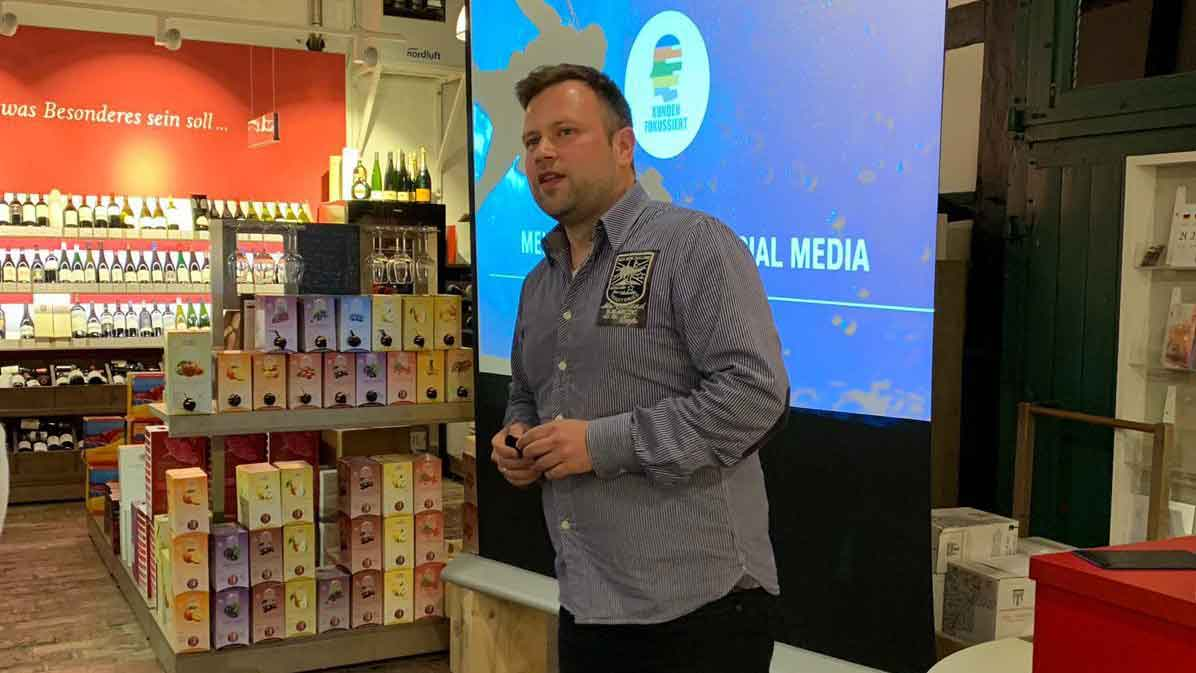 Michaels Impulsvortrag beim Social Media Wein Tasting